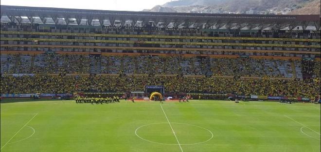El estadio Monumental luce casi lleno pese a que falta casi dos horas para que inicie el partido.