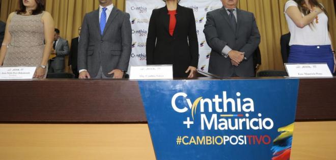 Cynthia Viteri (i) y Mauricio Pozo (d) candidatos a las presidencia y vicepresidencia