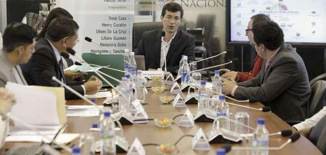 Se espera que la convocatoria en el Legislativo sea para el 27 de diciembre de 2016. Foto: @AsambleaEcuador