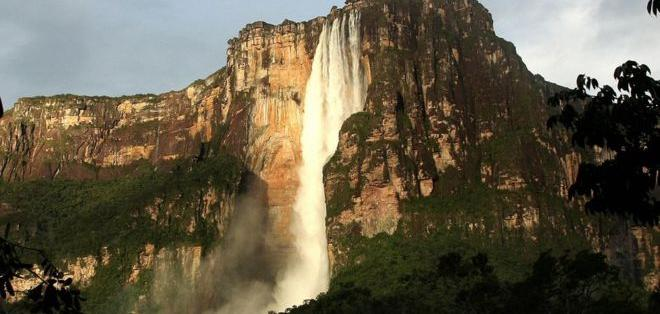 El Salto Ángel, al que sólo se acede por barca y por aire, es quizás el atractivo más conocido de Venezuela.
