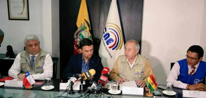 El titular del CNE dijo que la institución se compromete a revisarlo y acoger las recomendacioes. Foto: CNE
