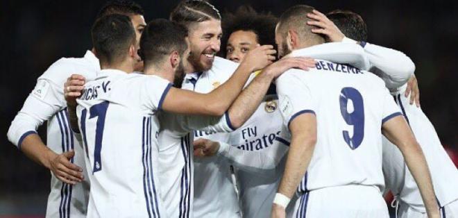 Real Madrid goleó al Granada y empató al Barcelona en número de fechas invicto.