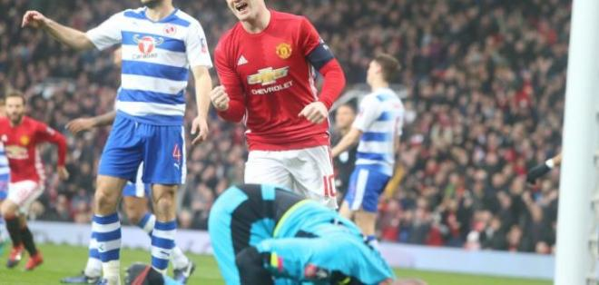 Wayne Rooney está a un gol de superar la marca de Bobby Charlton en el Manchester United.