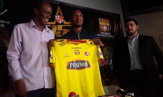 El defensor colombiano tiene 28 años y llegó un año a préstamo al equipo amarillo. Foto: Tomada de la cuenta Twitter @BarcelonaSCweb