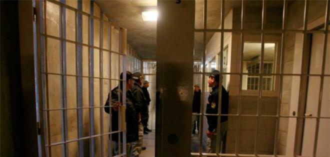 PERÚ.- El preso fugó de la cárcel aprovechando la visita de su gemelo. Foto referencial