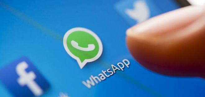 Esta versión de whatsapp incluye la función del envío de gifs de Giphy.  Foto: referencial
