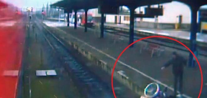 El video captado por las cámaras de seguridad muestra el brutal ataque.