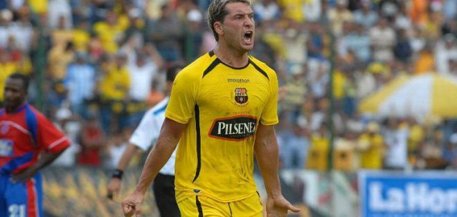 Barcelona hizo una segunda transferencia al argentino Rolando Zárate por la deuda que mantiene con él.