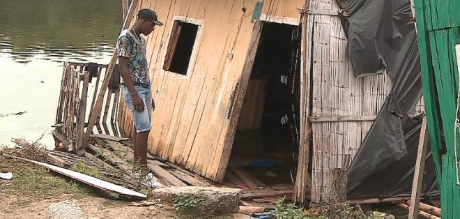 Tres viviendas se derrumbaron en el sur de Guayaquil.