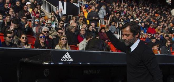 El adiestrador Quique Sánchez Flores no tiene buena relación con el delantero ecuatoriano. Foto: EFE