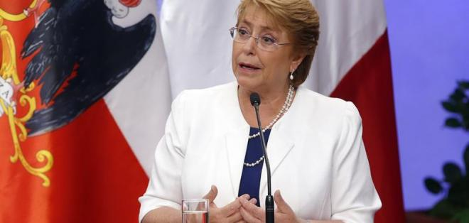 CHILE.- La presidenta chilena canceló su asistencia por incendios forestales que azotan su país. Foto: EFE