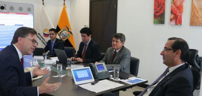 El ministro de Comercio Exterior, Juan Carlos Cassinelli, y el embajador de EEUU se reunieron. Foto: Ministerio de Comercio Exterior