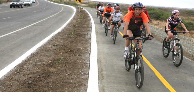 La vía Guayaquil-Salinas ha sido rehabilitada hasta ahora por el Ministerio de Transporte y Obras Públicas. Foto: Cortesía Revista Zona Libre