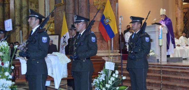 CUENCA, Ecuador.- Para esta tarde está previsto el sepelio en la cripta ubicada en la Catedral de Cuenca. Foto: API