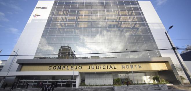 La audiencia de vinculación por peculado a 2 exfuncionarios de Petroecuador se realizó en el Complejo Judicial Norte. Foto: Judicatura