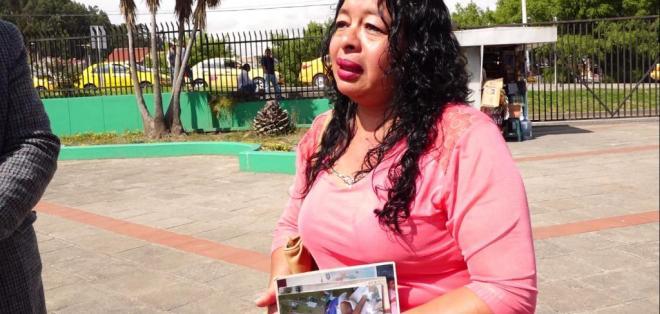 CUENCA, Ecuador.-  Nancy Salazar recuerda que el 26 de febrero de 2010, el joven ingresó a esa casa de salud por una limpieza nasal. Foto: Captura de Video.