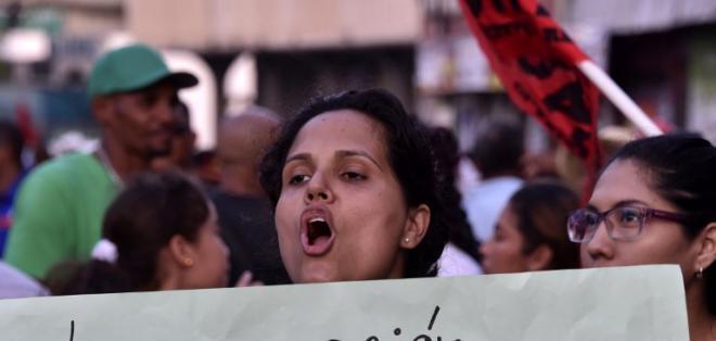 Obreros de la construcción organizaron una marcha en los alrededores del Parlamento. Foto: AFP