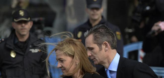 Su pareja fue condenada a 6 años y tres meses de prisión por fraude fiscal y otros delitos. Foto: AP