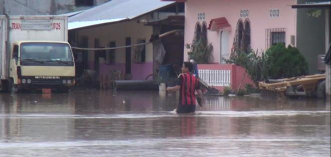 GUAYAS, Ecuador.-Las últimas lluvias causaron decenas de viviendas inundadas en comunas como El Paraíso. Foto: Captura Video.