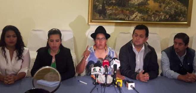 Dicen que incluso tomarán fotografías de las actas y las enviarán al sistema informático del movimiento de Guillermo Lasso. Foto: Archivo / Twitter @LourdesTiban