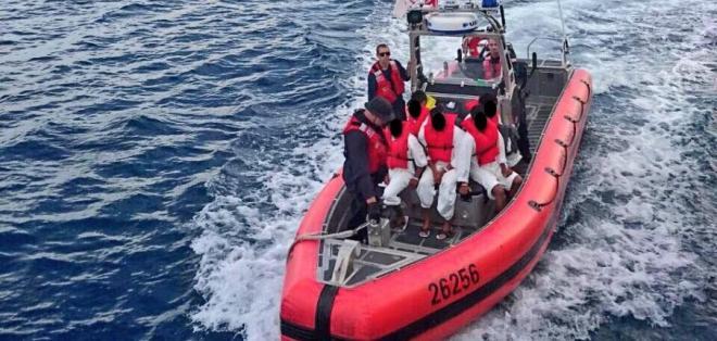 Armada de Ecuador los halló con 26 kg de lo que parece ser cocaína. Foto: Twitter @armada_ecuador