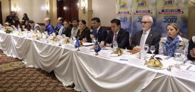 QUITO, Ecuador.- Las autoridades electorales presentaron este 20 de marzo de 2017 a las misiones de observación internacional. Foto: API