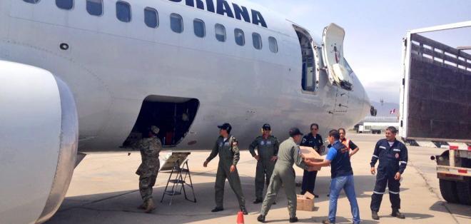 Un avión de la FAE trasladó 3.000 raciones alimenticias para asistencia humanitaria. Foto: PedroPablo Kuczynski