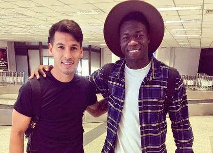 Felipe Caicedo (d.) y Hernán Pérez (i.) son compañeros en el Espanyol de Barcelona. Foto: Tomada de la cuenta Twitter @chicoperez11