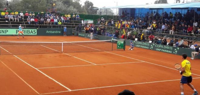 Emilio Gómez y Thomaz Bellucci jugaron el primer partido de la serie. Foto: Tomada de la cuenta Twitter @StereoFiesta1