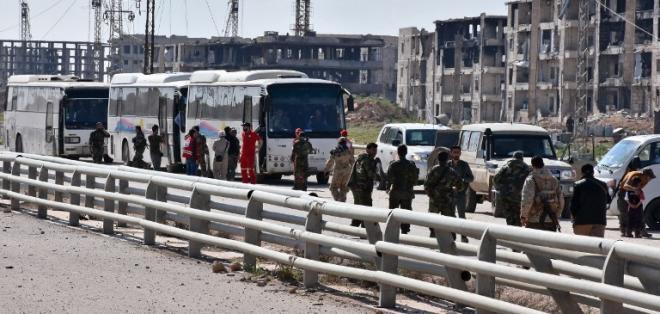 SIRIA.- Los autobuses no se moverán antes de liberar 750 prisioneros, señala Observatorio Sirio de Derechos Humanos (OSDH). Foto: AFP