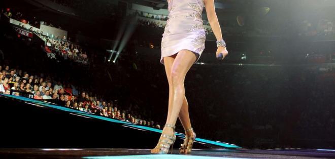 Celine Dion, de 49 años, rindió un homenaje a su esposo en un concierto tributo a los Bee Gees. Foto: Agencias