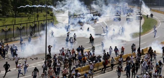 VENEZUELA.- La OEA convocó para este miércoles a una sesión extraordinaria para revisar la situación en Venezuela, que deja al momento 26 muertos. Foto: AP