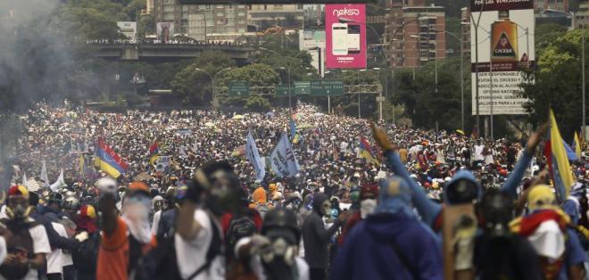 """VENEZUELA.- Los obispos de Ecuador instan al diálogo para corregir """"una distorsión moralmente inaceptable"""". Foto: AP"""