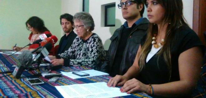 QUITO, Ecuador.- Elsie Monge, directora ejecutiva de la Cedhu, leyó las recomendaciones que en materia de derechos humanos entregó la Comisión al Estado ecuatoriano. Foto: API