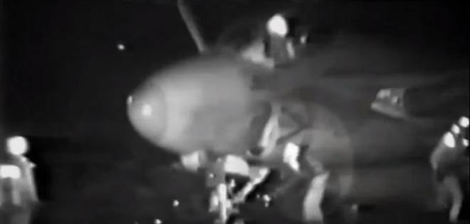 El video fue filmado a borde del portaviones USS Eisenhower en 1991.