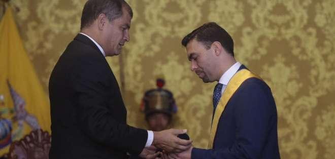 QUITO, Ecuador.- El mandatario y el funcionario del CNE resaltaron la democracia en la jornada electoral. Foto: API