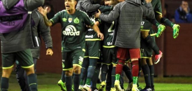 Chapecoense ganó 2-1 a Lanús con gol de Luiz Otávio. Foto: AFP