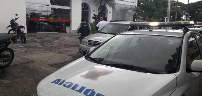 Los asaltantes huyeron en varios autos y motos, según la Policía. Foto: Archivo