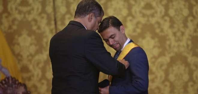 """Ceremonia de condecoración de la orden nacional """"Al Mérito"""" en el grado de Gran Cruz al señor Juan Pablo Pozo. Fotos: API"""