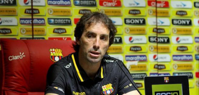 """Guillermo Almada indicó que el equipo perdió por errores defensivos """"tontos""""."""