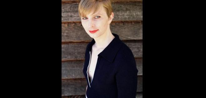 Manning abandonó su nombre de nacimiento, Bradley, para convertirse en mujer. Foto: Twitter Chelsea Manning.