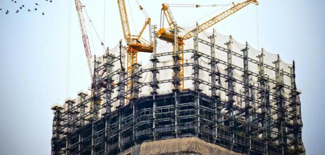 El informe del BID indica que en épocas de auge, la inversión fiscal en infraestructura aumenta, pero en recesión las obras disminuyen. Foto: Referencial Pexels