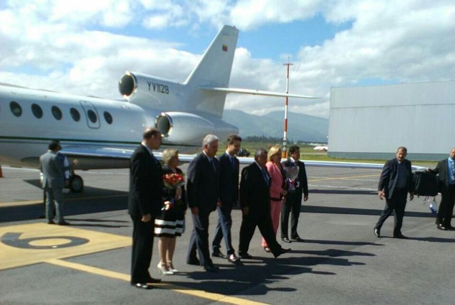 QUITO, Ecuador.- El vicepresidente de Cuba, Miguel Díaz-Canel, fue una de las primeras autoridades en arribar al país para asistir a la investidura de Moreno. Foto: Twitter Embajada de Cuba en Ecuador