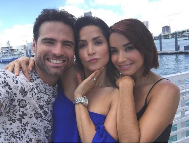 Roberto Manrique, junto a Carmen Villalobos y Majida Issa. Foto: Instagram Roberto Manrique.