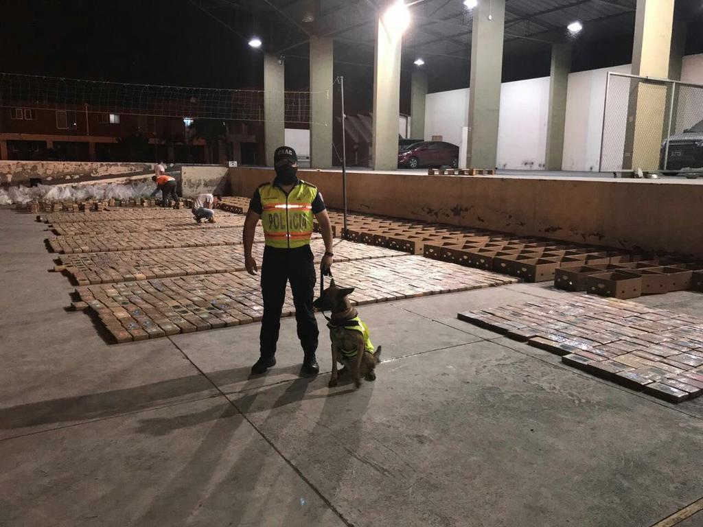 Ecuador incauta 2 5 toneladas de coca na con destino a for Ministerio del interior ecuador