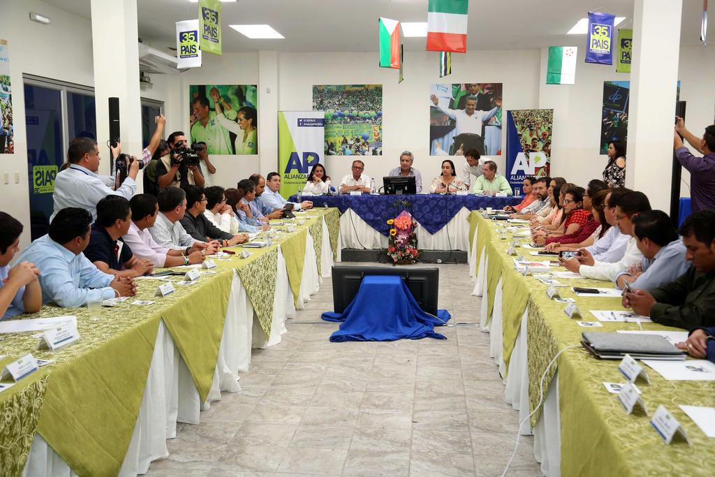 GUAYAQUIL, Ecuador.- El presidente Lenín Moreno mantuvo una reunión con la Directiva Nacional de Alianza PAIS. Foto: Flickr Presidencia.
