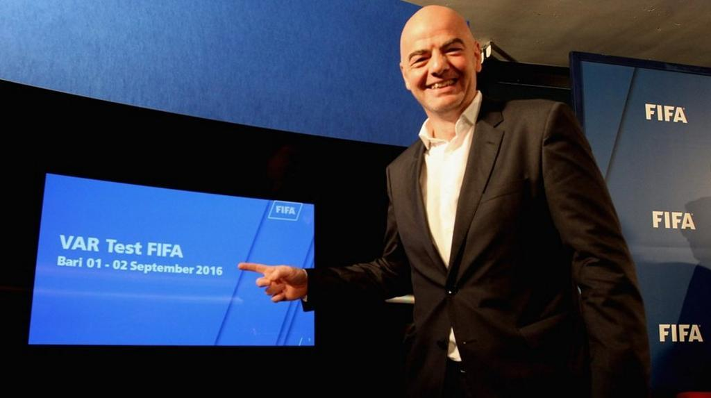 El presidente de FIFA, Gianni Infantino, defiende la aplicación del VAR en la Copa Confederaciones.