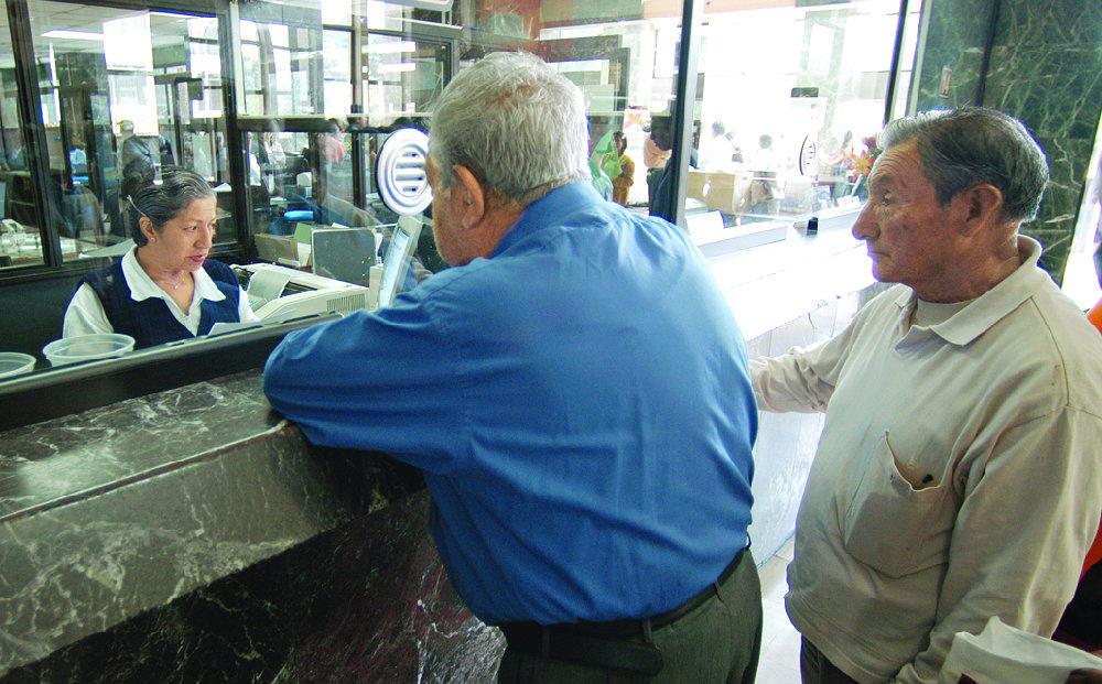 """ECUADOR.- """"El Estado podrá pagar en bonos dichos beneficios en caso de no contar con los recursos suficientes. Foto: Archivo"""