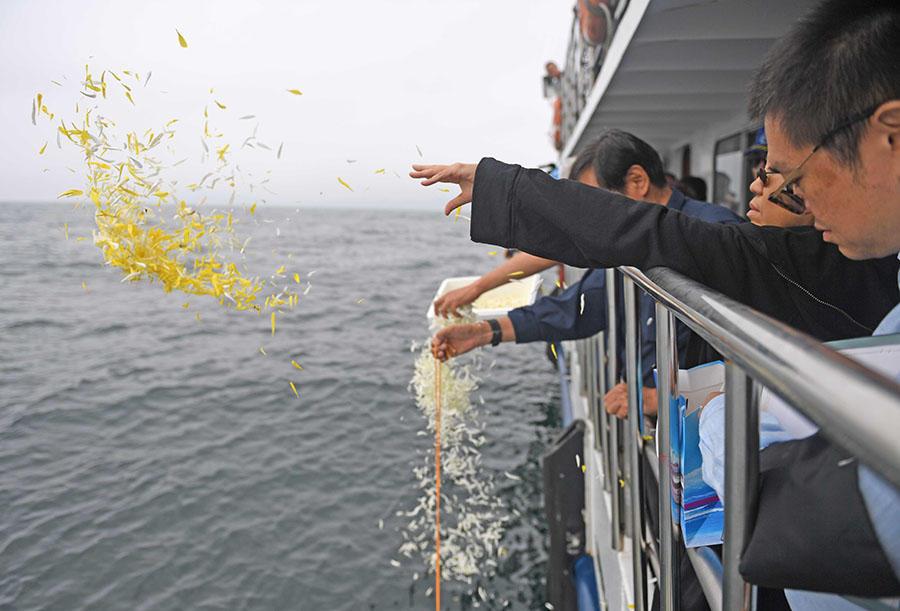 CHINA.- Las cenizas del premio Nobel de la Paz fueron esparcidas en presencia de su viuda y en una discreta ceremonia. Foto: AFP