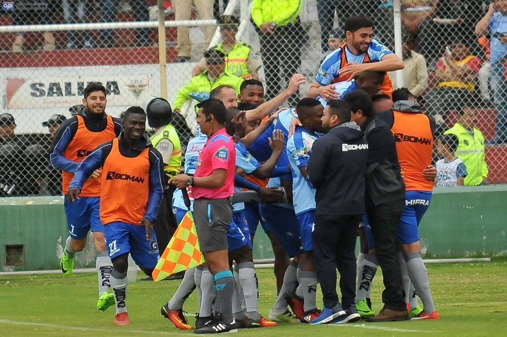 El argentino Juan Tévez marcó el único gol del compromiso a los 37 minutos. Foto: API